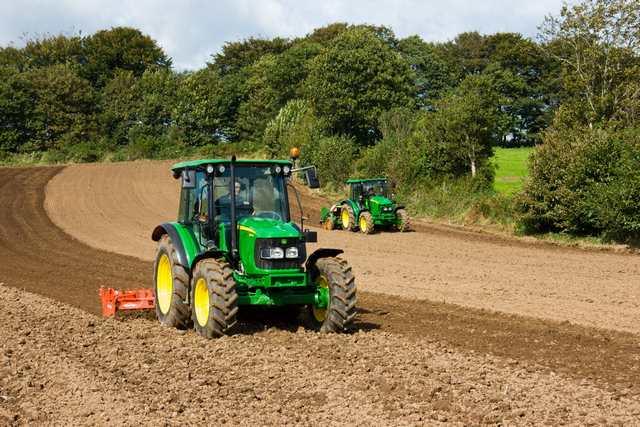 les john deere 5m 5g et 5e de nouveaux tracteurs de milieu de gamme. Black Bedroom Furniture Sets. Home Design Ideas