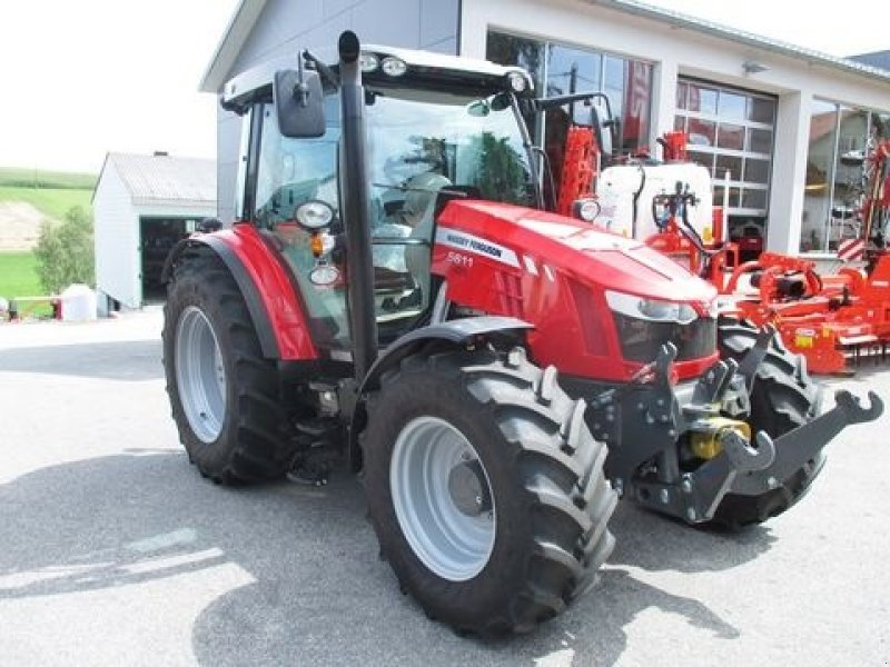 Photo du Tracteurs agricoles MF 5611 Dyna-4 Essentiel Standard