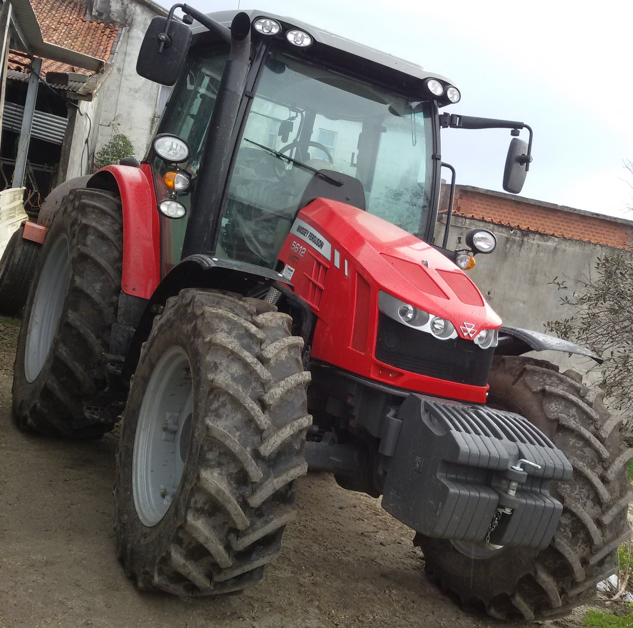 Photo du Tracteurs agricoles MF 5612 Dyna-4