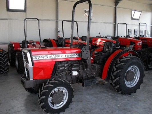 Photo du Tracteurs fruitiers MF 374 Basset