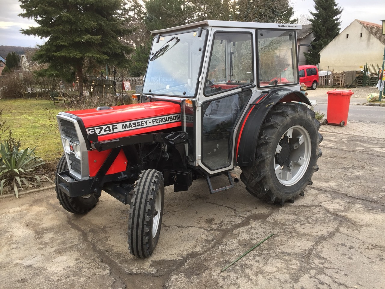 Photo du Tracteurs fruitiers MF 374 F