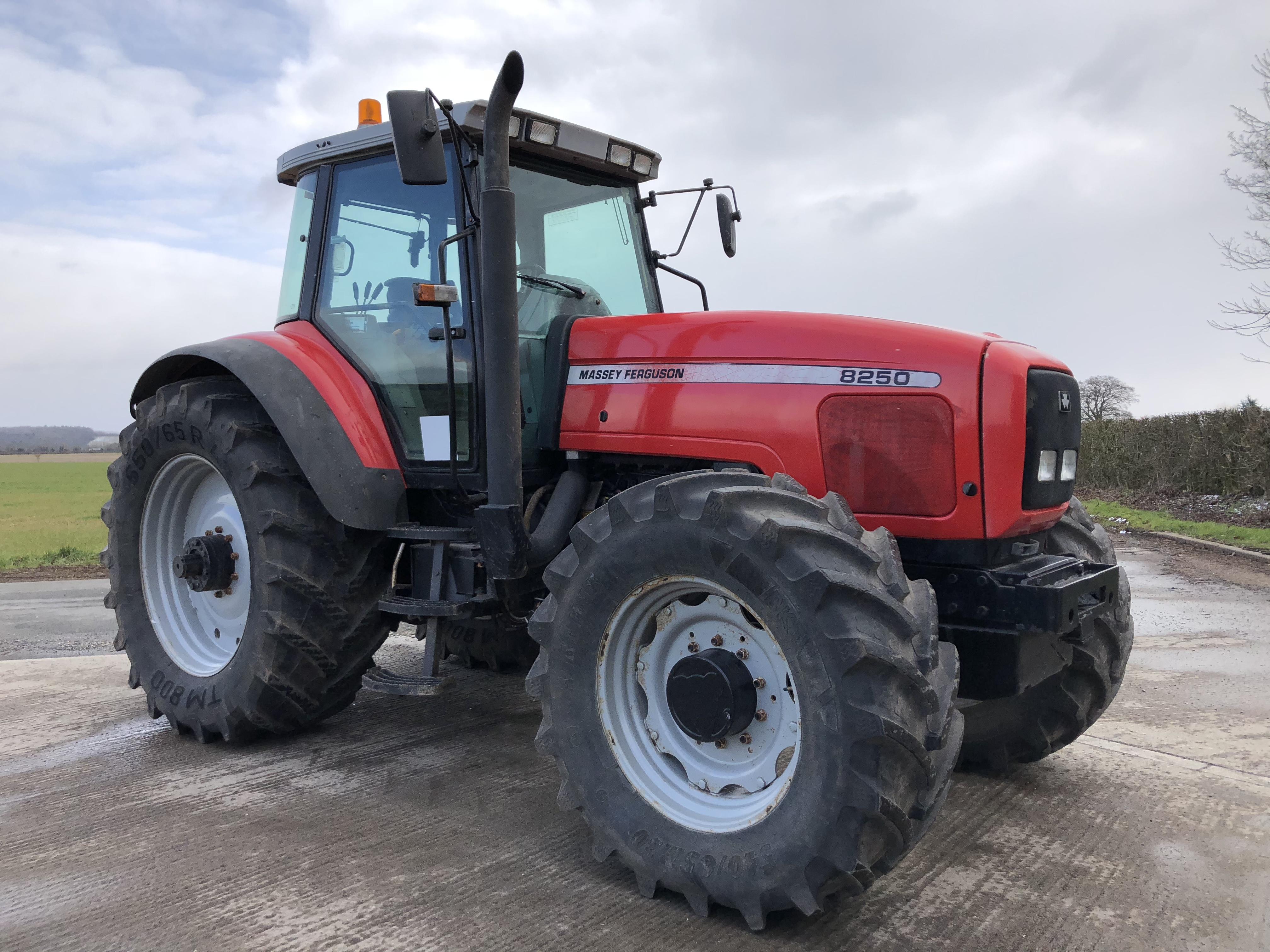 Photo du Tracteurs agricoles MF 8250 Dynashift
