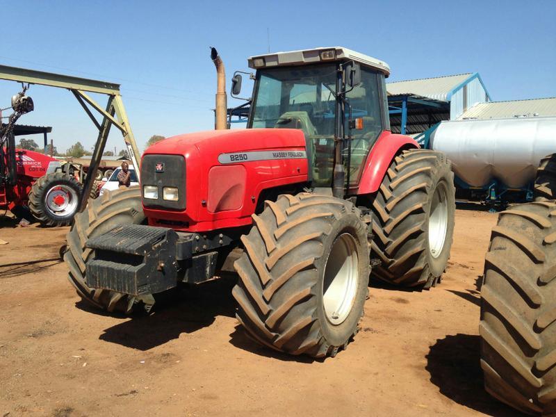 Photo du Tracteurs agricoles MF 8250 X-tra