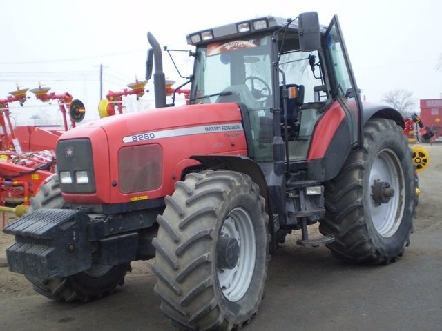 Photo du Tracteurs agricoles MF 8260 Powershift Plus