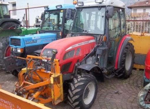 Photo du Tracteurs agricoles MF 3225 V Arceau Rabattable