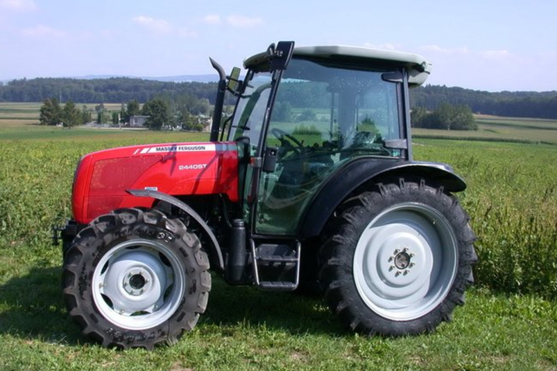 Photo du Tracteurs agricoles MF 2440 ST