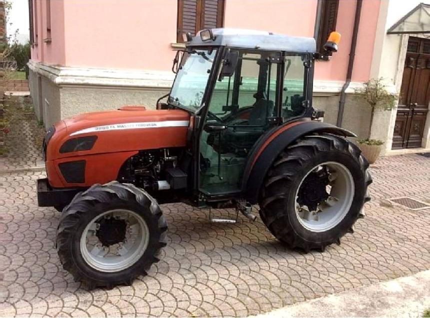 Photo du Tracteurs fruitiers MF 3255 F Arceau Rabattable
