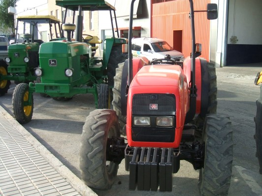 Photo du Tracteurs fruitiers MF 3355 F Arceau Rabattable