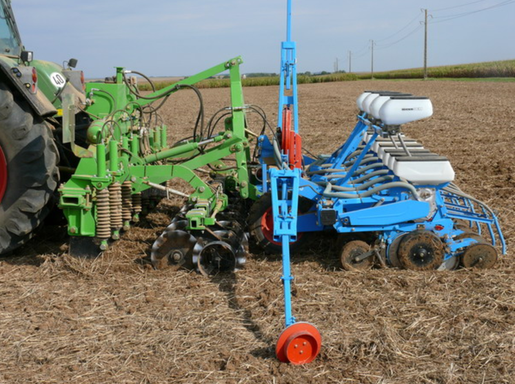 Photo du Strip-Till Combiné Décompacteur / Rouleau Strip Till