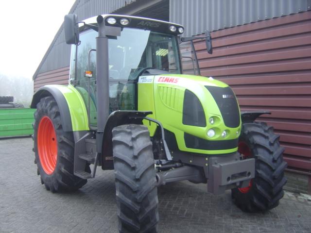 Photo du Tracteurs agricoles Arès 567