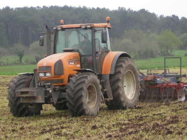 avis ares 825 rz de la marque renault tracteurs agricoles. Black Bedroom Furniture Sets. Home Design Ideas