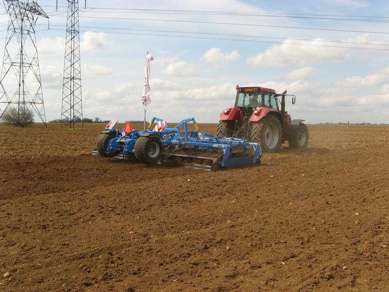 Photo du Vibroculteurs/ Combinés de préparation de sols Kompaktomat semi-portés