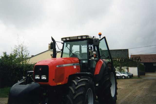 Photo du Tracteurs agricoles MF 8250