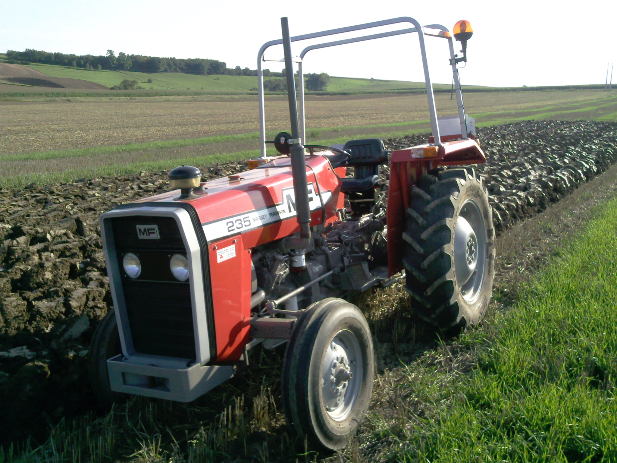 Photo du Tracteurs agricoles MF 235-8S