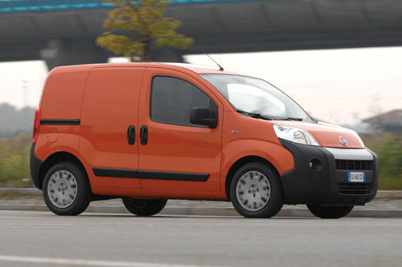 avis kangoo 4x4 1 9 dci 85 ch de la marque renault utilitaires. Black Bedroom Furniture Sets. Home Design Ideas