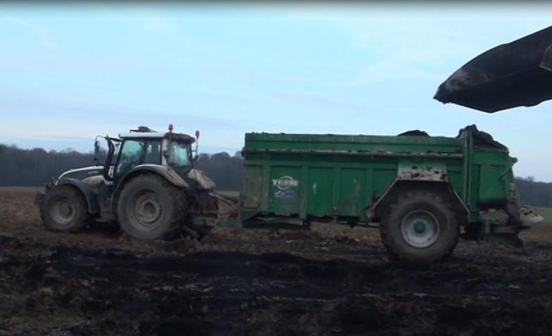 Photo du Basé dans le Nord Pas de Calais Epandage de composts, fumier, chaux...