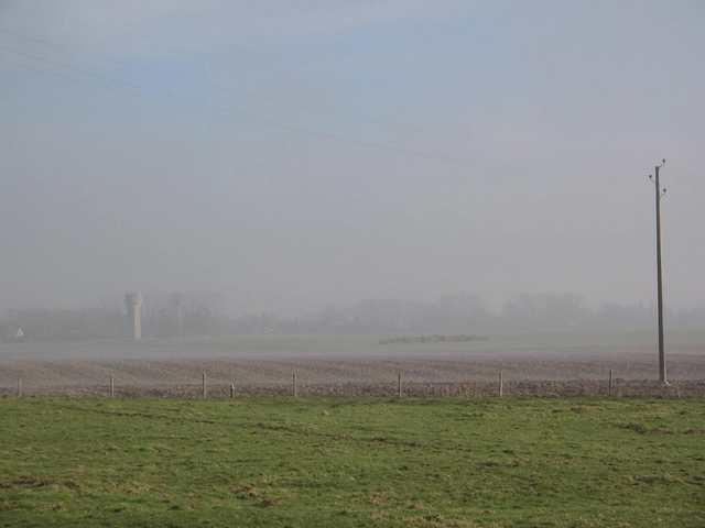 La Picardie un matin de février, dans la brume.