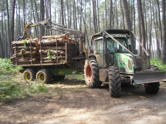 ensemble 716 vario tms et remorque forestière